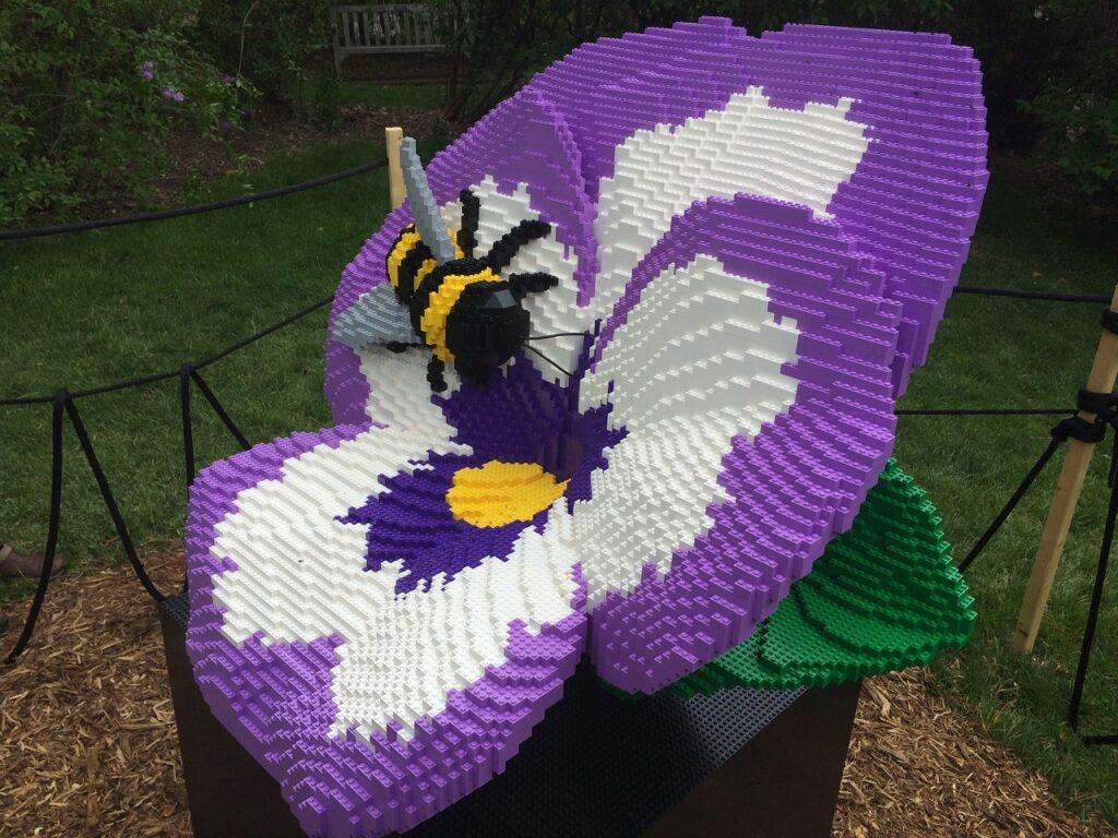Photo of Sean Kenney sculpture - Bumble Bee